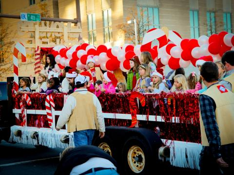 Big Jingle Jubilee Holiday Parade 大游行期间的节日彩车