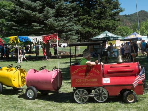 格伦伍德斯普林斯草莓节上的庆祝活动